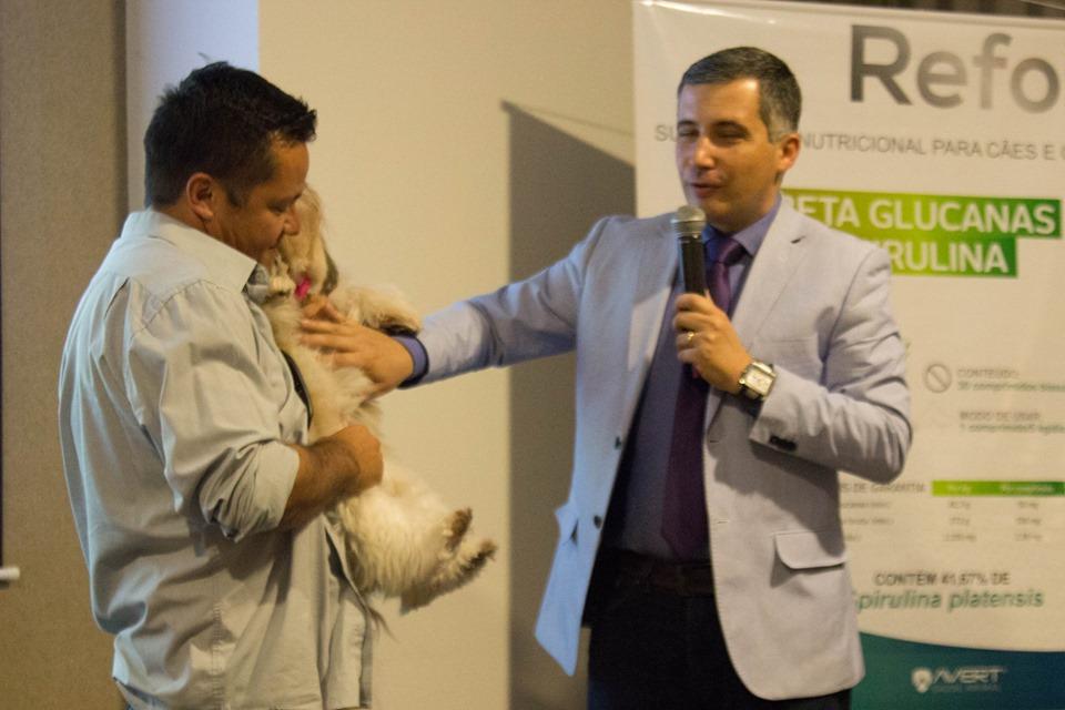 Palestra gratuita abordou câncer de mama em gatas e cadelas em Floripa